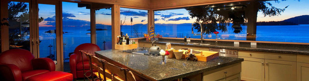 Vancouver Island Suited Home with a Waterfront View