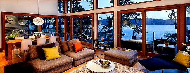 Vancouver Island Rancher with a Waterfront View